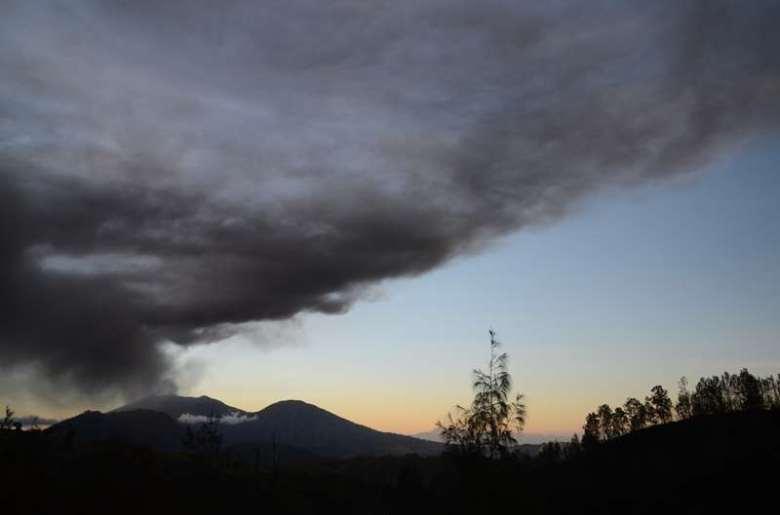 Le Raung en éruption