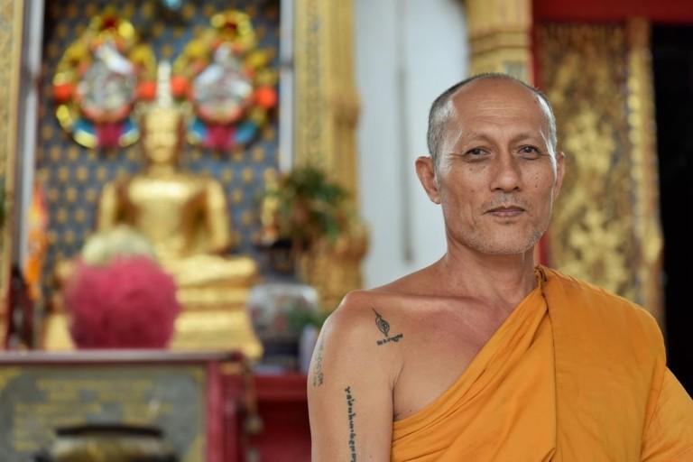THAÏLANDE - Moine bouddhiste à Samut Prakan